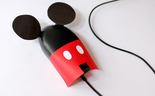 http://www.webinapage.com/wp-content/uploads/2011/01/mickey-mouse-computer.jpg